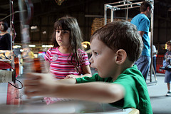 Kids doing science experiments at the San Francisco Exploratorium